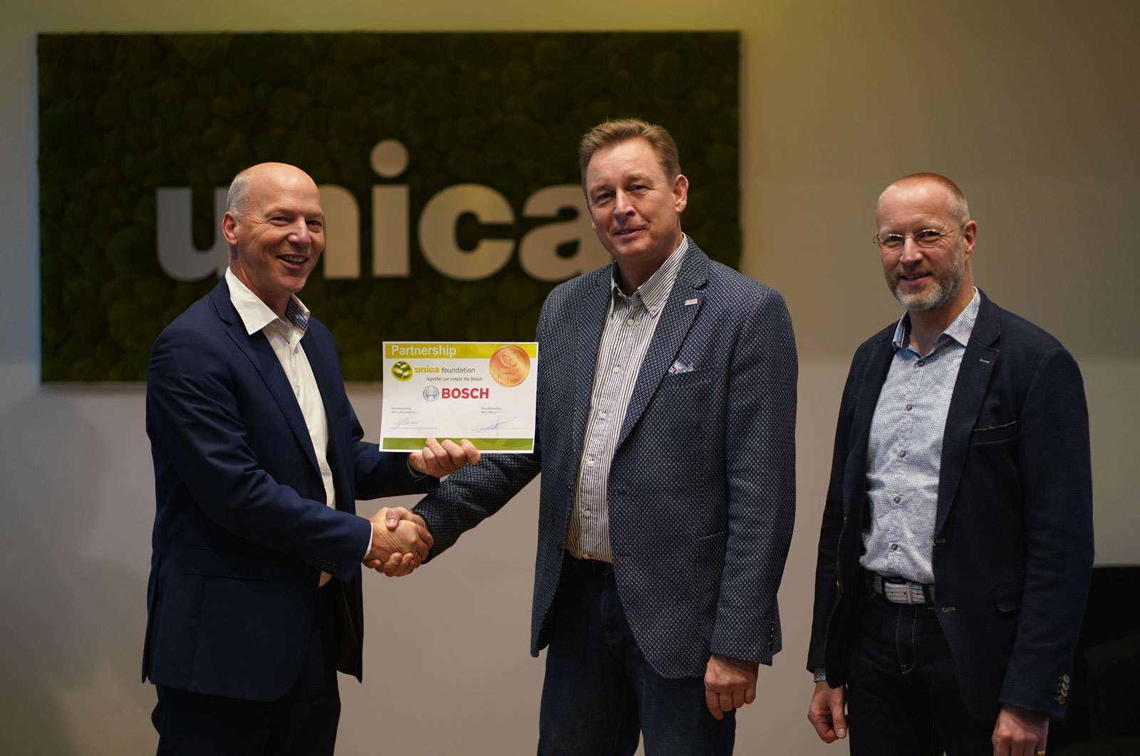 Contractondertekening partnership Bosch en Unica Foundation