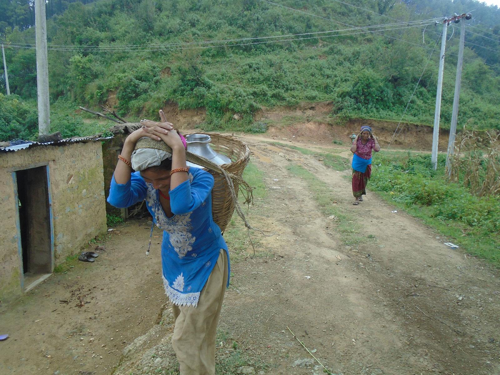 Nu loopt Pabitra nog zes tot zeven keer per dag de heuvel op en af om water te halen