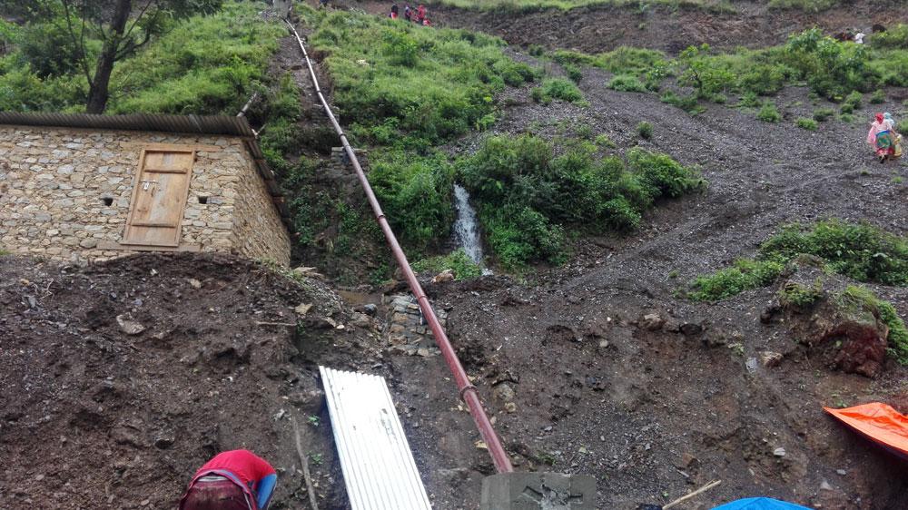 Pijp van het pico hydro systeem in Arnakot